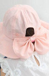 หมวกกันแดดสาวน้อยด้านหลังแต่งโบว์ใหญ่