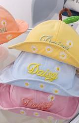หมวกปีกรอบปัก Daisy ด้านบนแต่งก้านและใบ