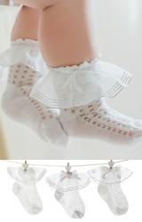 ถุงเท้าเด็กหญิงขอบระบายสีขาว แพ็ค 3 คู่