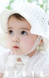 หมวกสาวน้อยผ้าฉลุสีขาวครีมลายตาราง สายลูกไม้ผูกใต้คาง tutuya