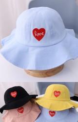 หมวกปีกกว้างปักหัวใจ love