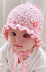 หมวกไหมพรมเด็กหญิงขอบระบาย ด้านหน้าแต่งดอกไม้เล็ก