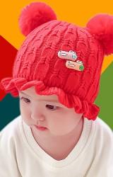 หมวกไหมพรมขอบระบาย แต่งจระเข้น้อย ด้านบนมีปอมปอม