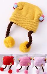 หมวกเปียข้างแต่งปอมปอม ด้านหน้าแต่งสับปะรดและกระต่าย