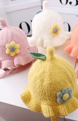 หมวกกันหนาวไหมพรมฟูรอบระบายแต่งดอกไม้นูน
