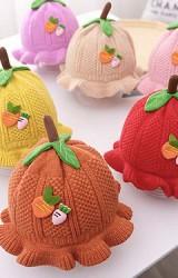 หมวกไหมพรมผลไม้ด้านหน้าแต่งแครอท