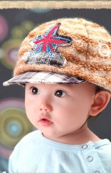 หมวกแก๊ปเด็กน้อยสีกาแฟ ขนฟูเท่ๆ แต่งรูปดาวด้านหน้า